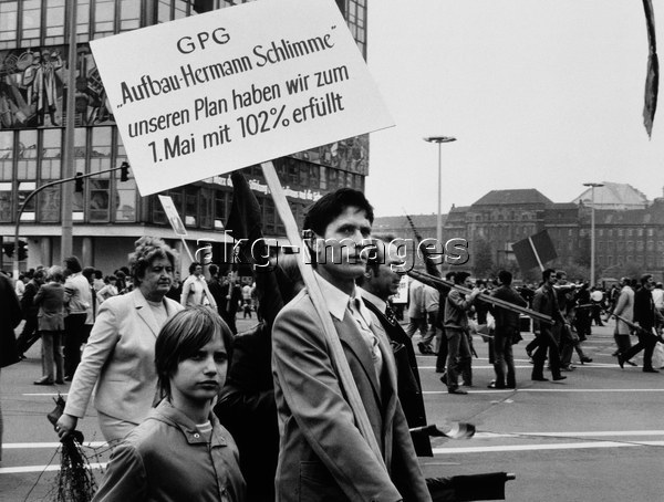 Ostberlin/1.Mai 1983/Demonstranten/Foto -  - Berlin-Est/ 1er mai 1983 / Manif / Photo