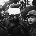 2.Wk./Schlacht an der Rur/Verwundeter - WW II./ Battle on the Rur / Injured man -