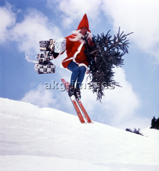 Father Christmas on Skis / Photo