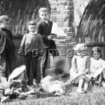 7-FRITH-34346X Friends in Clitheroe, 1894, akg-images / The Francis Frith Collection