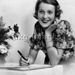 Frau beim Brief Schreiben / Foto - Woman Writing a Letter / Photo -
