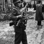 Janos Mesz, one of the leaders of the insurgents' group in Corvin Lane, during the Hungarian Revolution, 30 October 1956 © akg-images / Erich Lessing