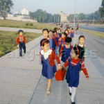 Children on the way to school in Pyongyang: © akg-images / Pansegrau