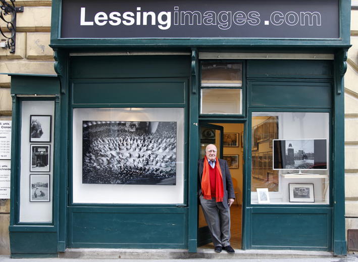 Erich Lessing outside his gallery in Vienna. Photo (c) Philipp Rank / philipprank.com
