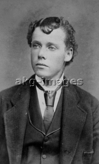 2-M180-F1-1880-16  Half-length portrait of a young man (or woman dressed as a man?). - Studio photo, undated, c.1880 © akg-images / Archie Miles