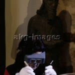 5FK-F41-M1-2006-5  The restorer Anne Portal at work at the Musée Champollion, Figeac, 2006 © Marc Deville / akg-images