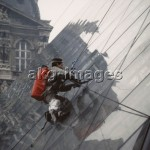 5FK-P1-F1-1989 Cleaning the glass pyramid at the Louvre, 1989 © akg-images / L. M. Peter