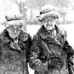 2-J25-W1-1980-1 Two elderly ladies in the snow. © akg-images / Voller Ernst