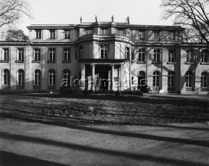 Berlin, Wannsee Villa where the so-called Wannsee Conference took place in 1942. Photo, akg-images (Dieter Hoppe)