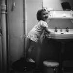 Girl Washing her Hands, 1958Photo: akg-images / Paul Almasy