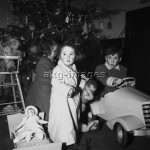 Children with Christmas presents, 1967Photo: akg-images / Paul Almasy