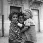 Italian boy with his two sisters, 1950sPhoto: akg-images / Paul Almasy