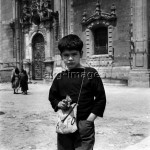 Young boy with a toy gun in Mexico, 1965Photo: akg-images / Paul Almasy