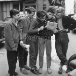 Parisian boys reading a comic book, 1950sPhoto: akg-images / Paul Almasy