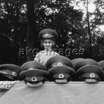 2-H10-S5-1990-6  Berlin: Turkish girl selling Soviet army uniform caps, August 1990 © akg-images / Günther Schaefer