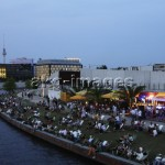5-B1-D561-2006-2 Beach bar at the Spree in Berlin Mitte, 2006©akg-images/Cordia Schlegelmilch