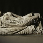 2-M120-A9-12 / The sleeping Ariadne. - Roman copy after Greek original. Found in the Villa Borghese, Rome. / © akg-images / Erich Lessing