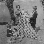 Children playing with piles of worthless banknotes. Photo, 1923. akg-images