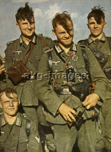 Wehrmacht soldiers, 1943. Photo, akg-images