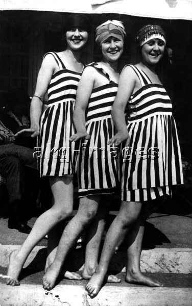 Three women in the same dress, AKG1004931, © akg-images / Voller Ernst