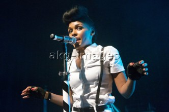 Janelle Monáe performing in the Mojo Club, Hamburg, 20.09.2013, AKG2484575, © akg-images / Jazz Archiv Hamburg