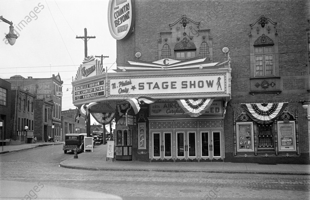 Marquee at the Carman Theater © akg-images / George Mann