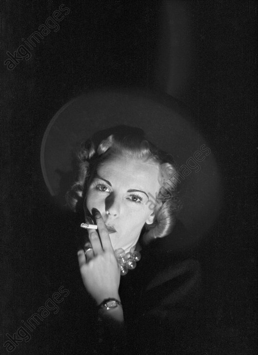 Barbara Bradford Mann, New York, 1939 © akg-images / George Mann