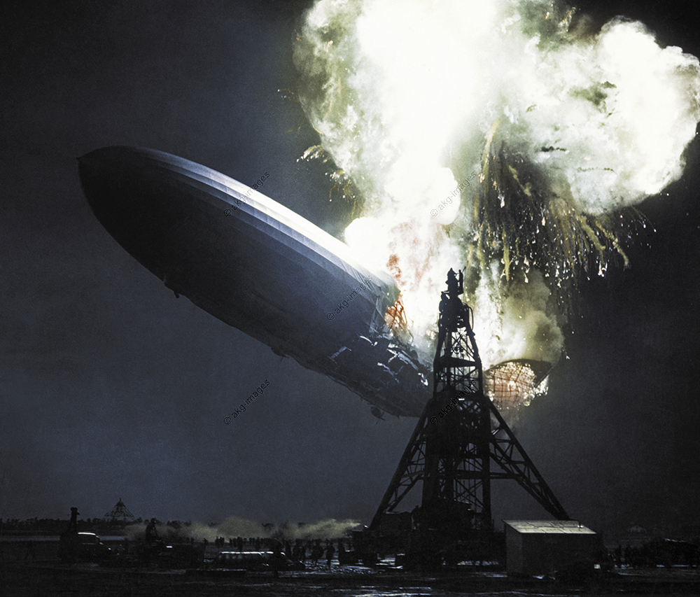 "Verkehr: Luftfahrt / Luftschiffe.  Brandkatastrophe des Verkehrsluftschiffs LZ 129 ""Hindenburg"" in Lakehurst (USA) am 6. Mai 1937: Die Explosion.  Foto; digital koloriert."