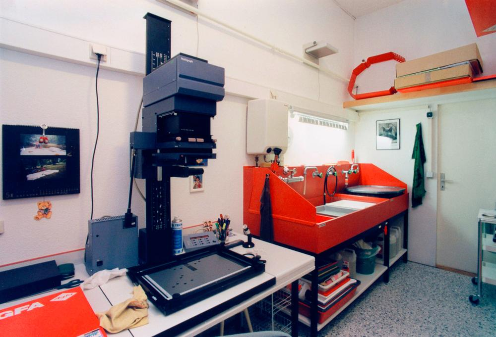 The AKG photo lab, 2000  Ⓒ akg-images