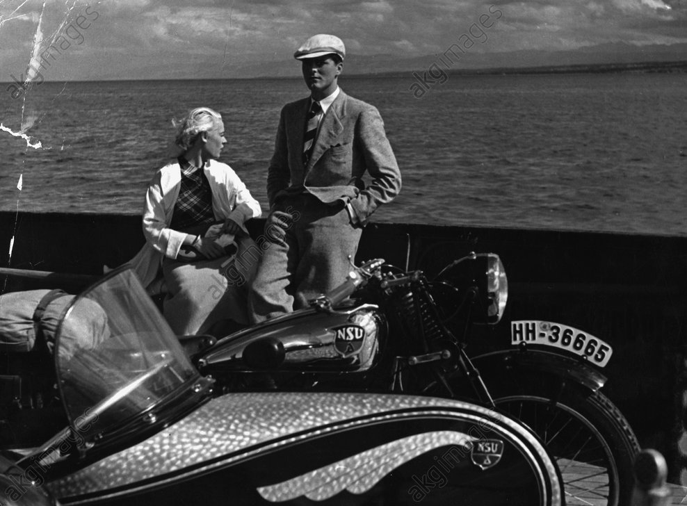 Couple with motorbike and sidecar on board a ship, circa 1930 © akg-images